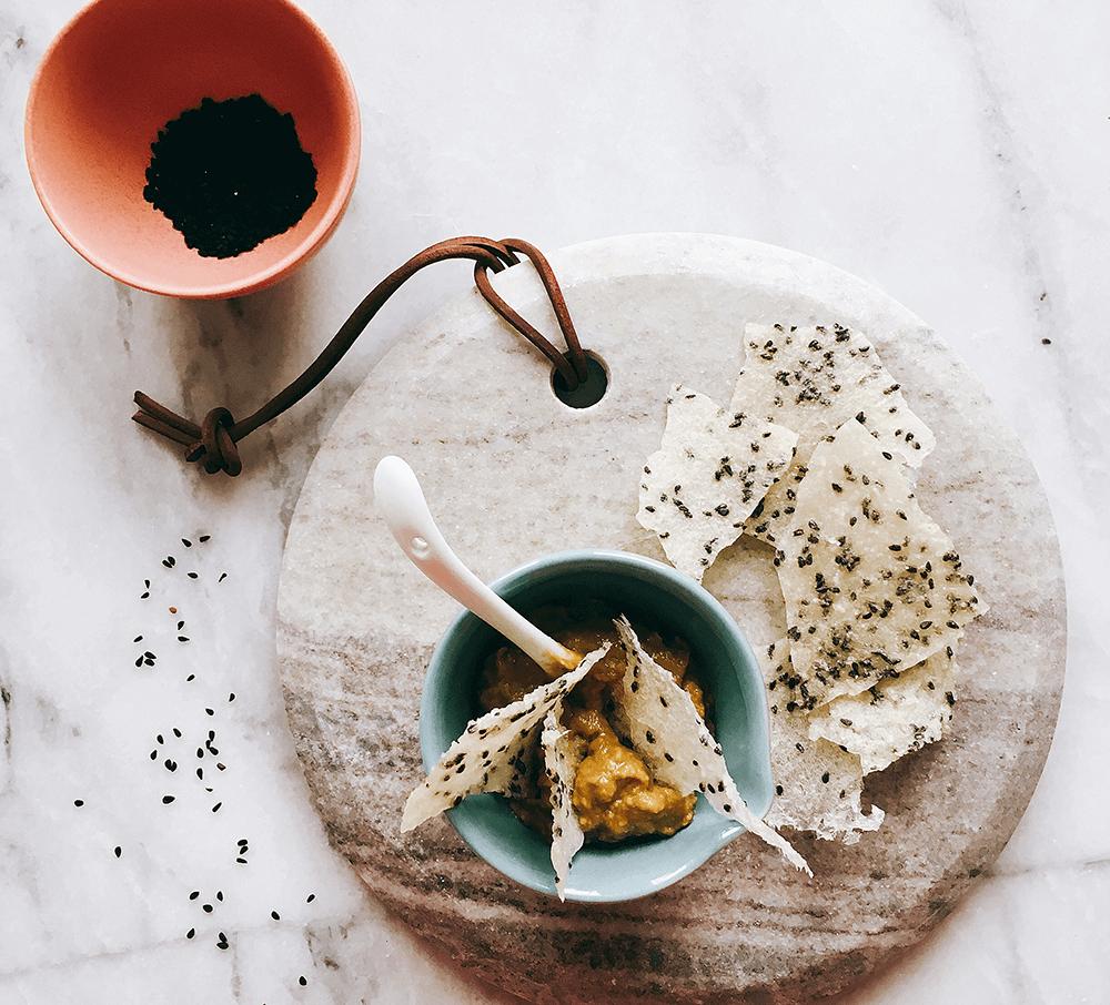 Reis-Cracker mit Avocado-Miso-Dip 1