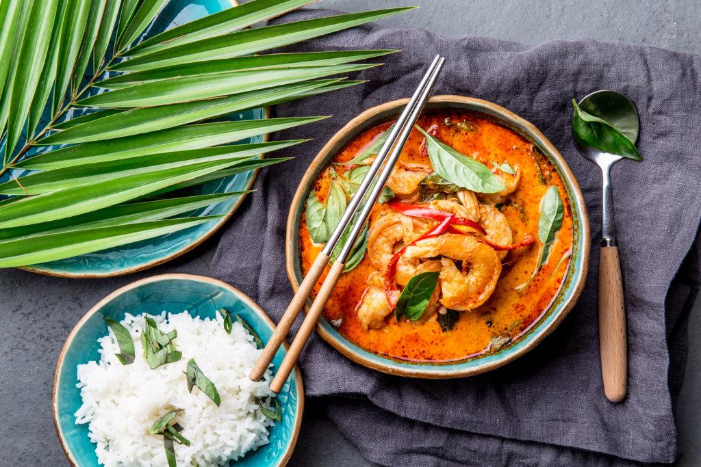Thailändisches rotes Curry mit Garnelen und Jasminreis 1